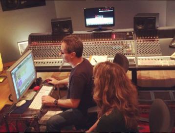 """Amb en Ferran Conangla, productor del disc """"Vinc d'un cel blau""""."""